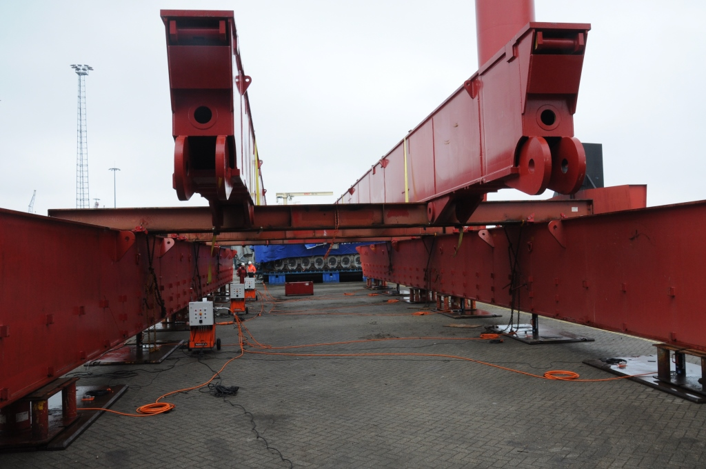 Synchronised lift system 256 ton